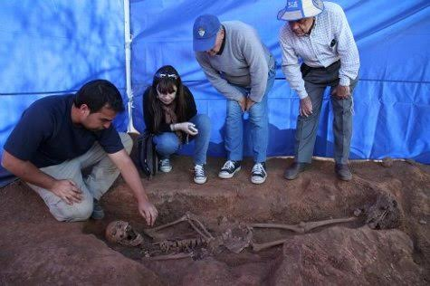 The Cosmopolitics of Forensic Science: Seeing and Being at Spanish Mass Grave Exhumations