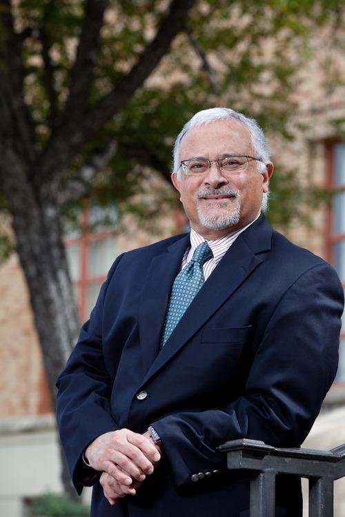 Dr. Luis Zayas