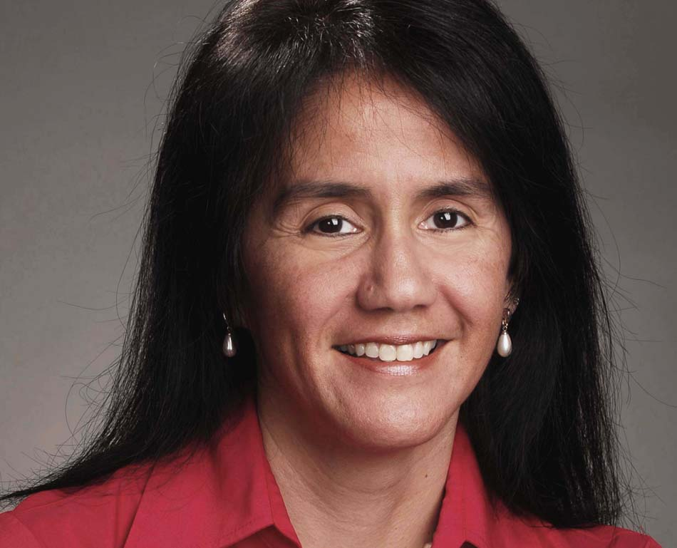 Associate Professor Domino Perez wins President's Associates Teaching Excellence Award