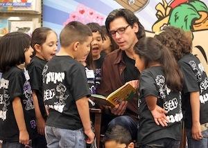 Associate Professor Oscar Casares participates in H-E-B Read 3 Literacy Campaign