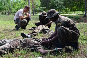 Sailors in Mozambique Receive First Aid Training