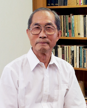 Professor Thomas Kaehao Seung retires after 49 years of teaching at UT Austin.