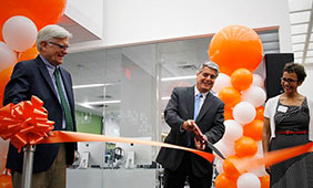 President Gregory Fenves opened the Learning Commons in a ribbon-cutting ceremony on August 25.