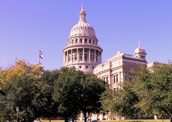 Texas State Capitol.  Image by Daniel Mayer, (CC BY-SA 3.0)