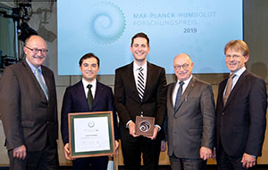 Prof. Elliot Tucker-Drob (center) receiving the Humboldt Award in Berlin, Nov. 5.
