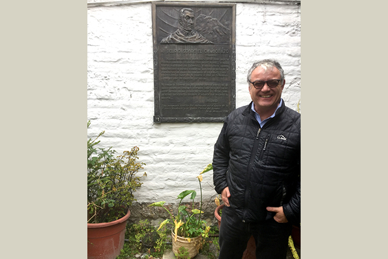 Prof. Cañizares-Esguerra, next to a historical monument for Simón Bolívar, in Ecuador