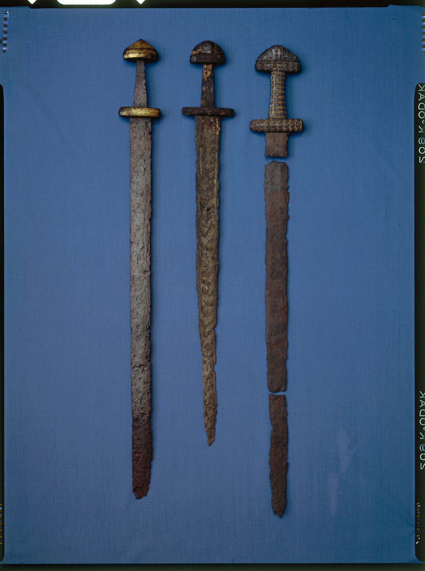 Double-edged Iron Age swords from Scandinavia